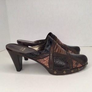 Stuart Weitzman brown leather sabot, sandals.